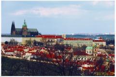 Prazsky-hrad-a-kostel-sv.-Mikulase-foceno-z-Petrina